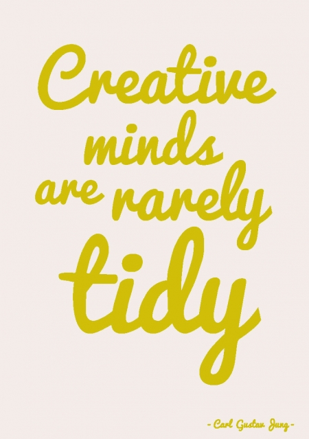 QUOTE POSTKAART CREATIVE MINDS ARE RARELY TIDY